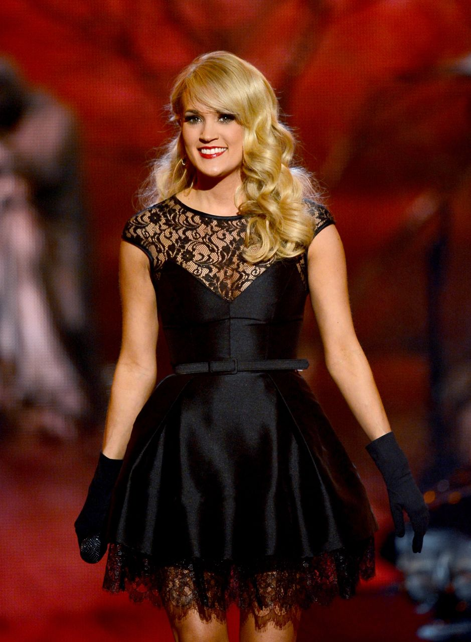 Carrie Underwood donated 1 million dollars to Oklahoma tornado red cross
