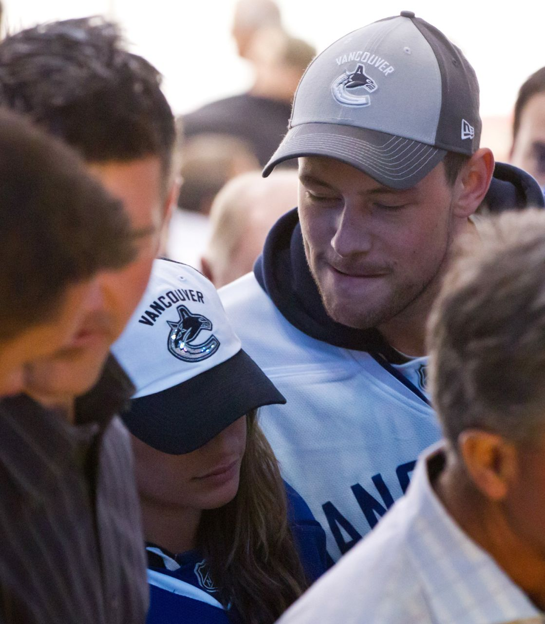 Cory Monteith and Lea Michele hockey game Canucks date Stanley Cup
