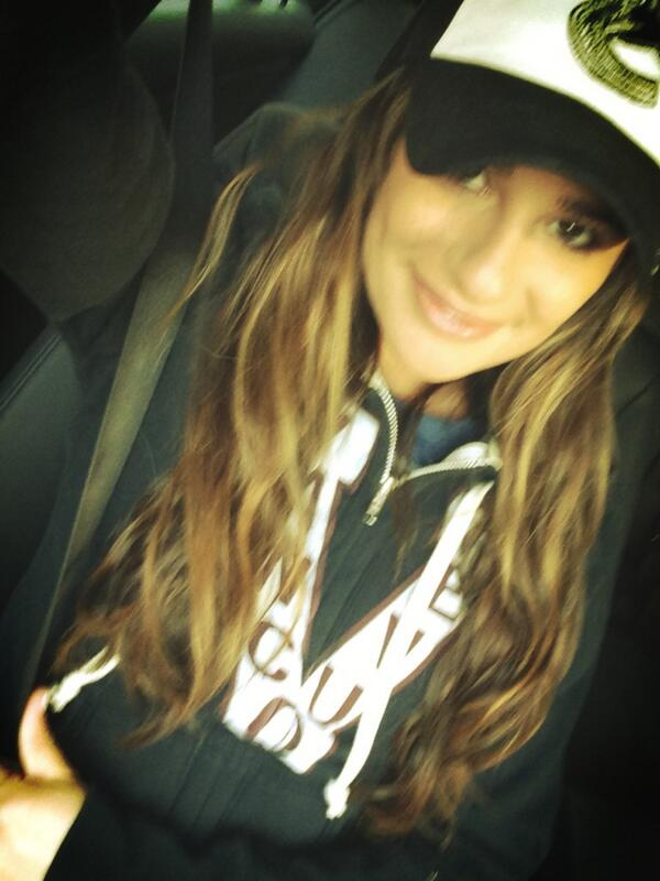 Lea Michele and Cory Monteith hockey game Canucks date Stanley Cup