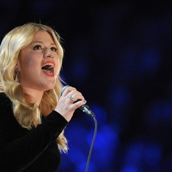 American Idol: Kelly Clarkson, Adam Lambert, Other Alums Considered as New Judges?