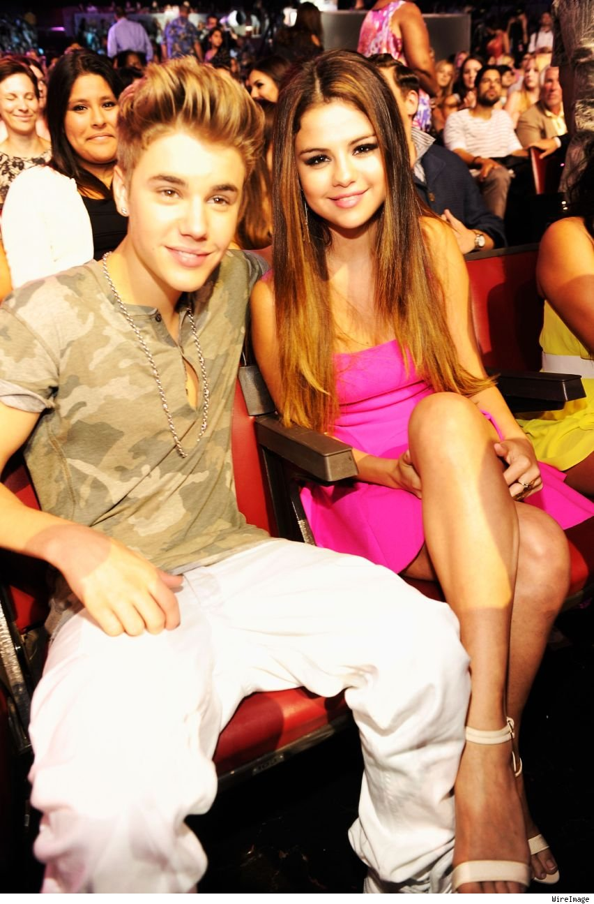 Justin Bieber and Selena Gomez Billboard Music Awards 2013 sitting together