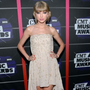 2013 CMT Awards Best and Worst Dressed: Taylor Bores in Beige?