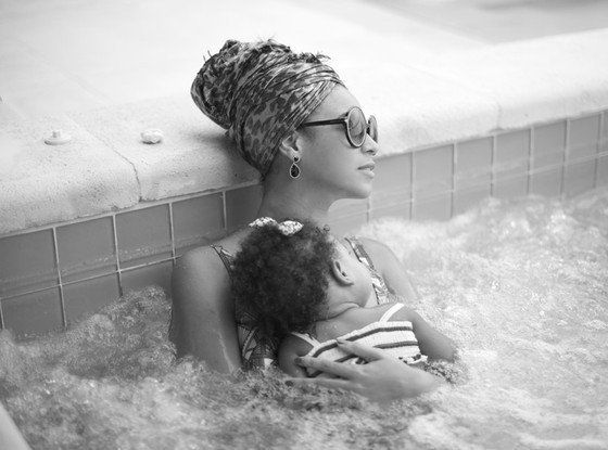 Beyonce baby Blue Ivy hot tub pic