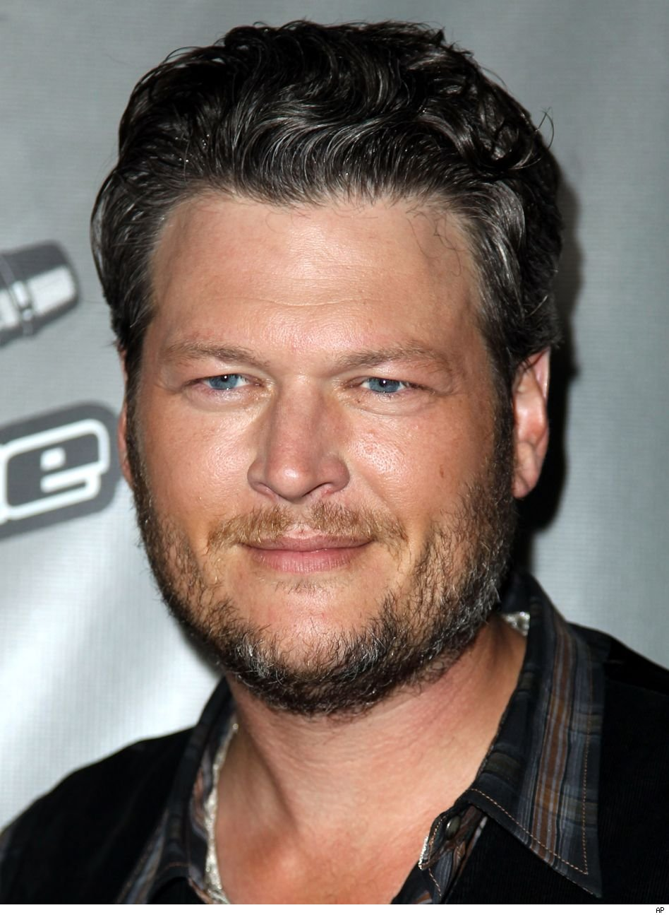 Blake Shelton slams music critic blogger on twitter defends Holly Tucker