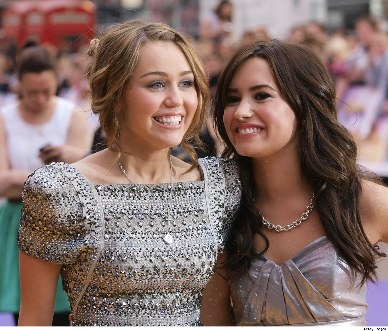 Demi Lovato and Miley Cyrus best friends Twitter