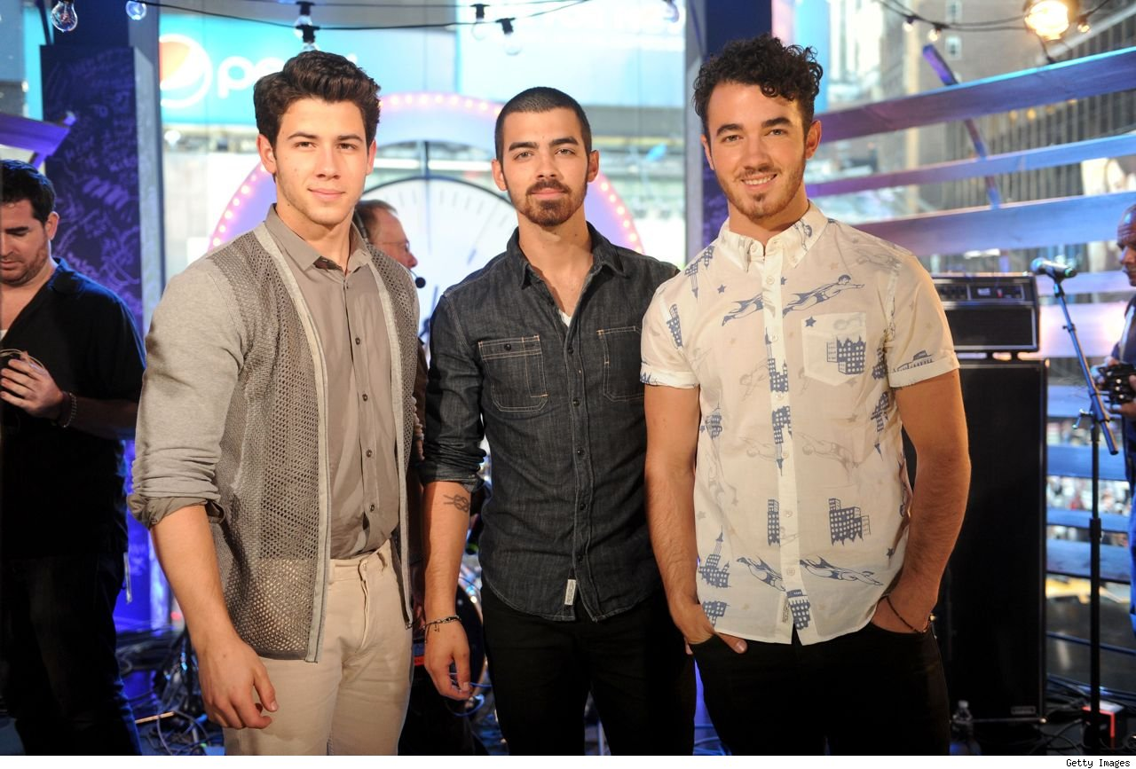 Jonas Brothers O Music Awards Love Bug First Time Pom Poms video