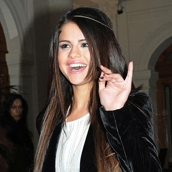 Selena Gomez: To Celebrate Her 21st Birthday Drinking, Partying With Friends!