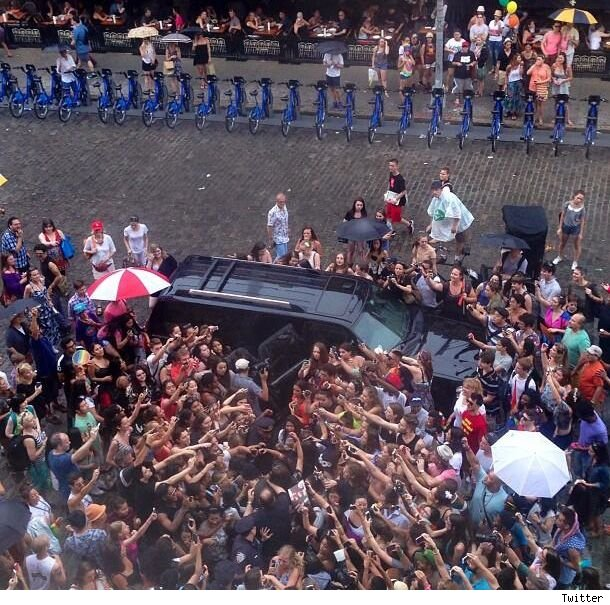 Harry Styles mobbed by fans in NYC pic video