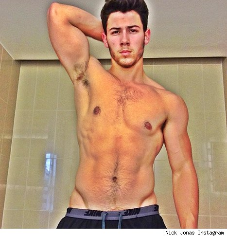 Nick Jonas explains shirtless selfie diabetic