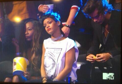 Harry Styles and Rihanna 2013 VMAs eating an orange video