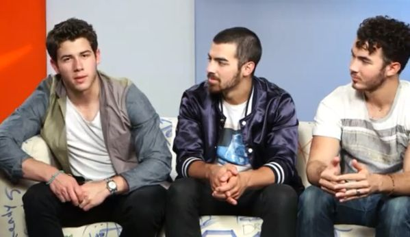 What are Jonas Brothers fighting about breaking up