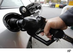Falling Gas Prices Are an Early Christmas Gift for the Economy