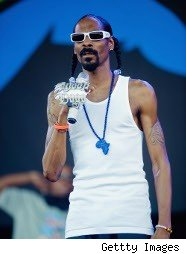 Snoop Dogg wants to rent a country?