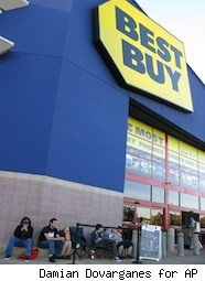 a line outside of Best Buy