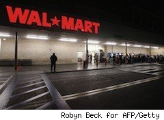 black friday shoppers line up