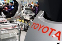 Car buyers look at Toyotas