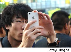 Apple pushes aggressively into China market