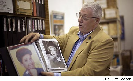 Man sells giant autograph collection for ailing daughter