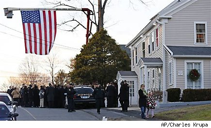 Amid Newtown tragedy, scam artists creep in
