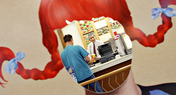 Store manager Mark Saad, right, serves a customer during the lunch hour rush at a Wendy's Restaurant Wednesday, Oct. 3, 2007, in Dublin, Ohio. Photographer: Jay LaPrete/Bloomberg News