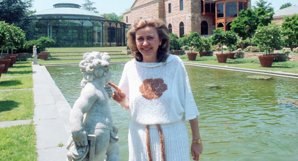 Barbara Piasecka Johnson, 49, poses at her estate in Princeton, N.J., Wednesday, June 4, 1986.  (AP Photo/Jack Kanthal)