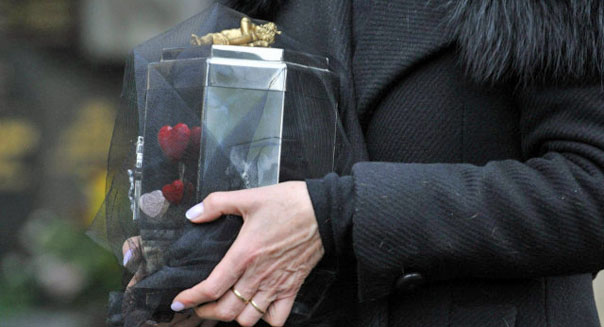 daughter father ashes urn bank of scotland