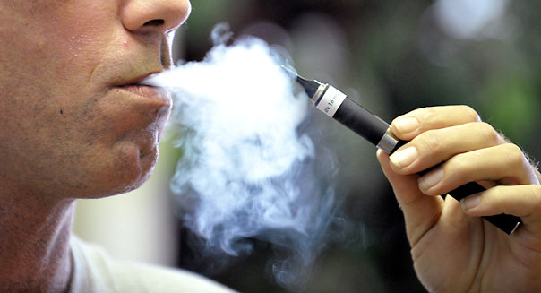 Tyler Bush puffs on an electronic cigarette.  (Max Faulkner/Fort Worth Star-Telegram/MCT)