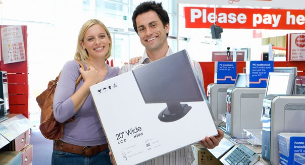 couple buying a computer monitor