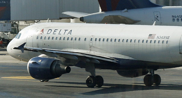 delta air lines airplane close memphis hub