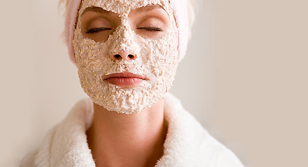 IMAGE SOURCE Spa / Beauty ROB LEWINE - Oatmeal mask