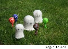 Bitty Boo felted ghosts from MagKnits.com, October 2007.