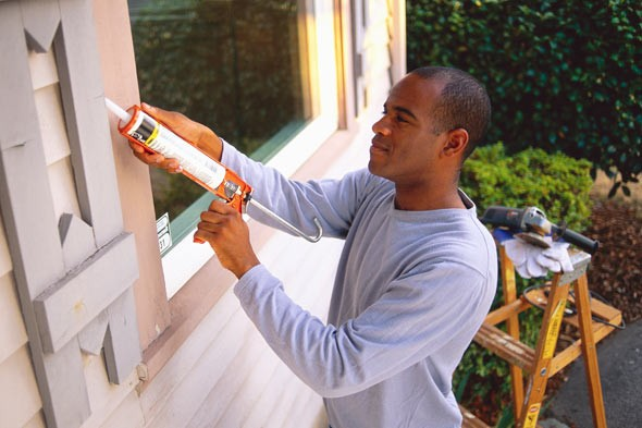 How to Caulk Cedar Siding Cracks | eHow.co.uk