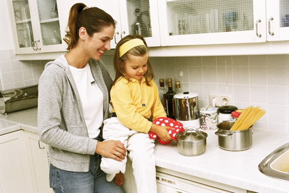 mother, daughter, kitchen