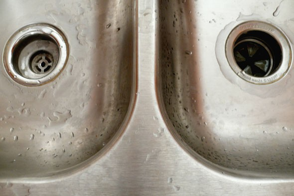 Do Stainless Steel Sinks Rust : Make your kitchen sink shine like new again! Photo: Paparatti, Flickr