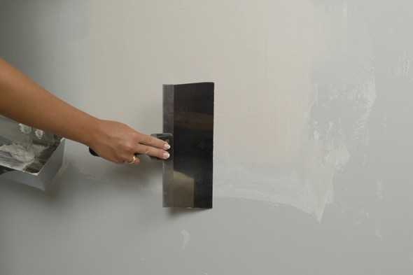 How to patch holes in sheetrock