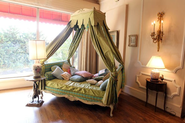 zsa zsa gabor home, daybed, canopy bed