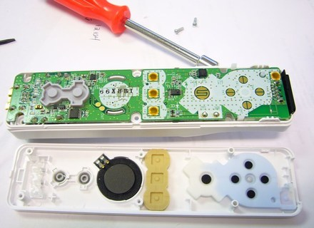 Nintendo's Wiimote gets dissected, inspected