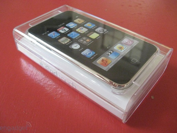 ipod touch 2g unboxing hands on and first impressions. Black Bedroom Furniture Sets. Home Design Ideas
