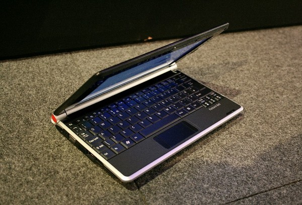 Packard Bell dot spotted in UK