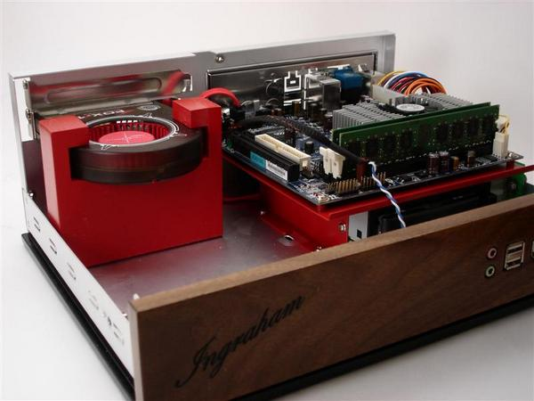 Jeffrey Stephenson impresses with another wood grained, retro casemod