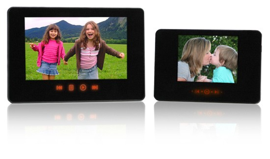 Smartparts introduces four new new digiframes from 2.4- to 19-inches Ces09-sp34pc-and-sp35pc-frames2