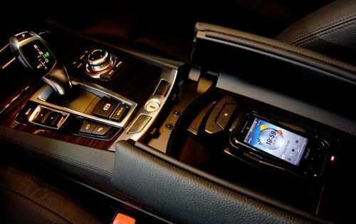 korean bmw 7 series now features wireless charger for. Black Bedroom Furniture Sets. Home Design Ideas