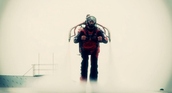 Crazy man in peroxide jetpack makes Guinness World Record attempt