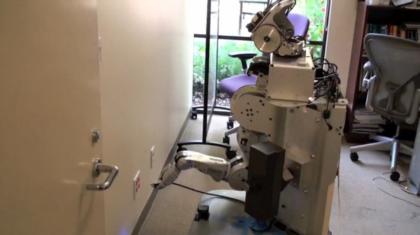 Willow Garage's PR2 robot breaks, enters, steals electricity