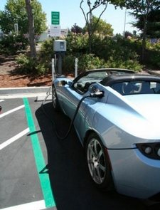 SolarCity charging stations on Highway 101 give Tesla owners a little more time in the sun