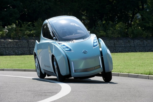 Nissan's Land Glider concept car leans like a motorcycle, looks like a squashed GT-R (video)