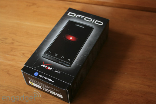 http://www.blogcdn.com/www.engadget.com/media/2009/11/moto-droid-box-vzw.jpg