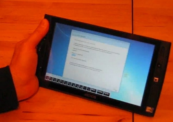 Archos 9 tablet and its Windows 7 Starter Edition unboxed
