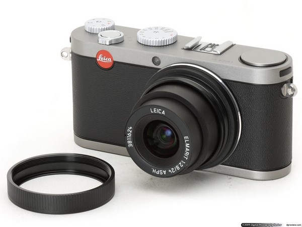 Leica X1 review digs deep, can't find value