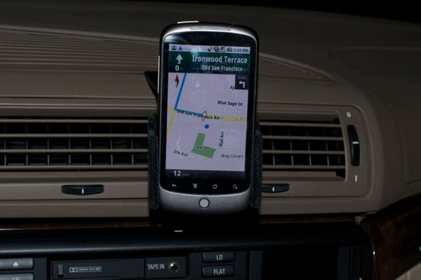http://www.blogcdn.com/www.engadget.com/media/2009/12/nexus-one-car-dock.jpg